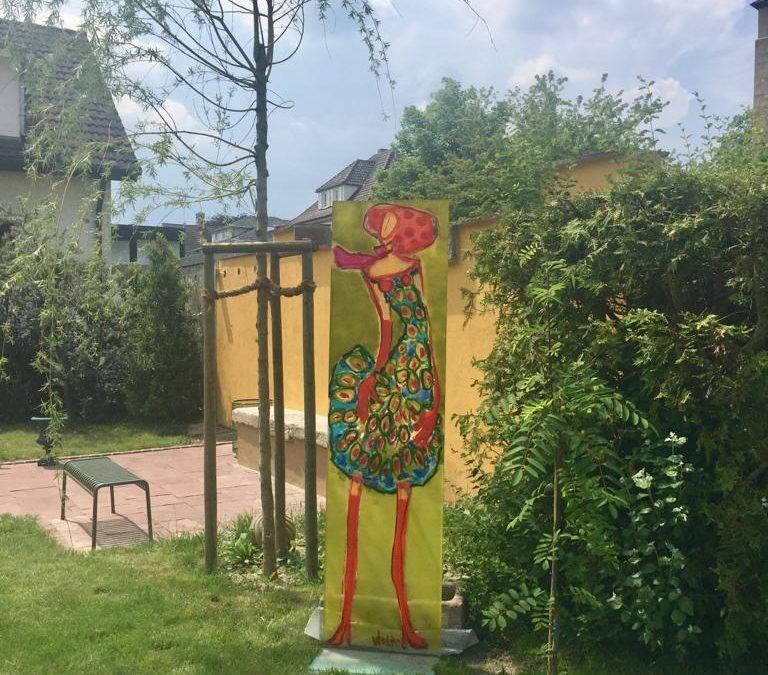 Acryl Stelen im Garten
