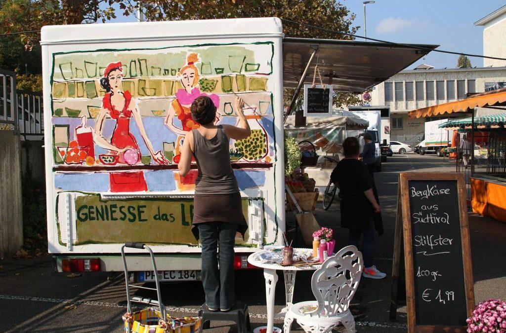 VIOLA taucht den Pforzheimer Wochenmarkt in Farbe